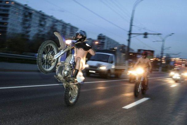 Московские байкеры устроили голый мотопробег