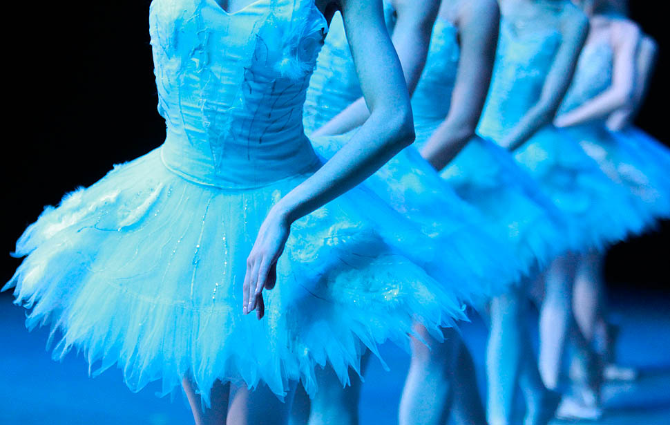 Dancers from the State Ballet of Georgia perform during a dress rehearsal for Tchaikovsky's Swan Lake at the Sun Yat-sen Memorial in Taipei March 2, 2011. The ballet tells the story of Odette, a princess who was turned into a swan by an evil sorcerer. The troupe will be in Taipei from March 2-3. REUTERS/Nicky Loh (TAIWAN - Tags: SOCIETY)