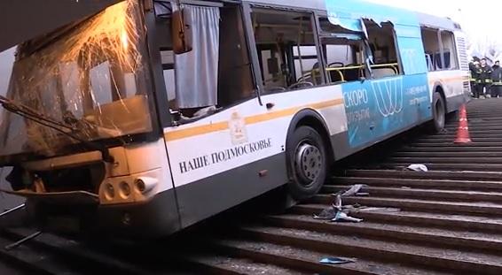 автобус влетел в переход славянский бульвар москва