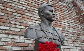 В Казани появился еще один памятник Джалилю