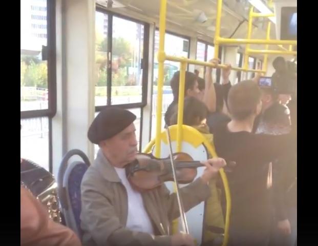 в казани дали необычный концерт в трамвае