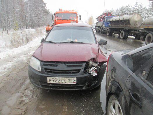 Натрассе около Казани столкнулись 5 авто