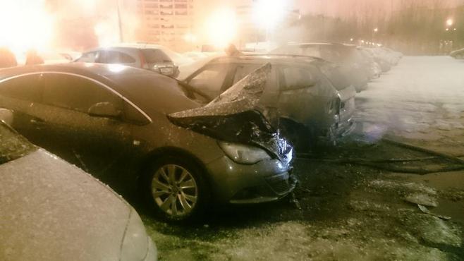 Пожар настоянке вКазани: отогня пострадали 5 авто