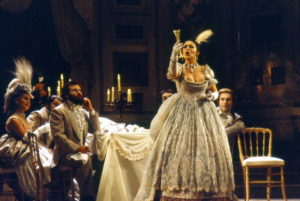 Catherine_Malfitano_dans_Traviata_par_Claude_Truong-Ngoc_1980