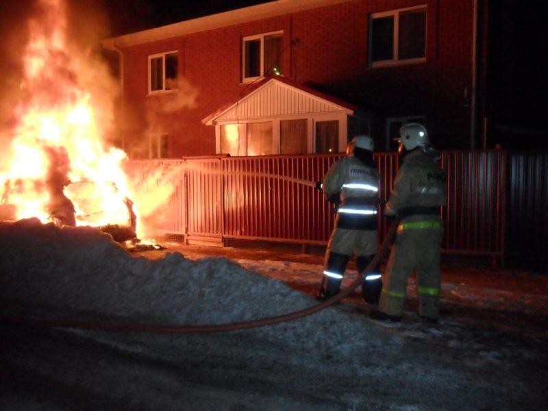 ВТатарстане навсе 100% выгорел автомобиль «Порш Каен»