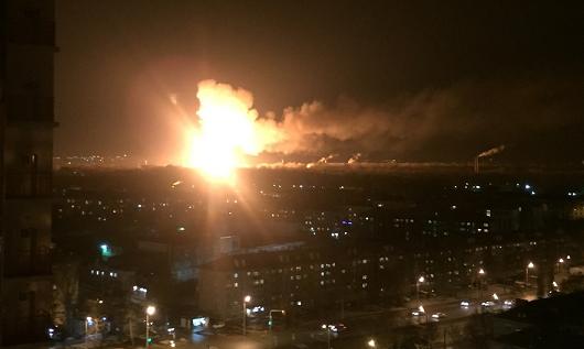 Один огнеборец умер при тушении пожара напороховом заводе вКазани