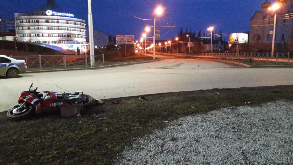 Татарстанец без водительских прав перевернулся намотоцикле и умер