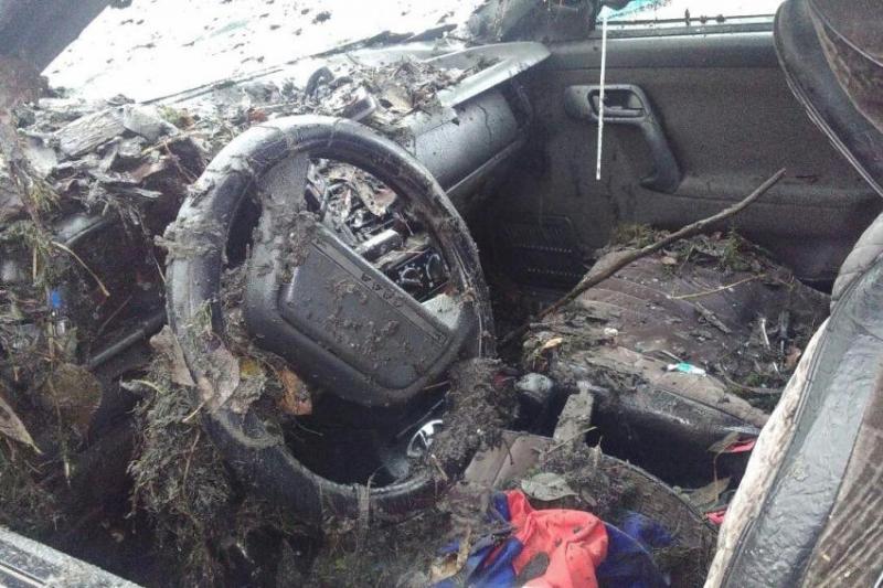 фото волжск десятка улетела в котлован утонула