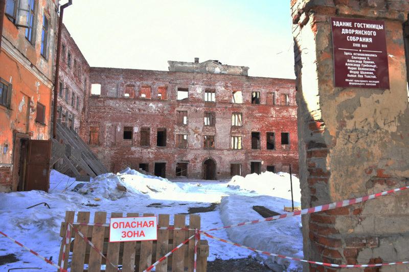 Минниханов поручил спасти разрушающиеся здания вцентре Казани