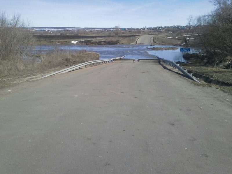 ВТатарстане затопило два низководных моста— МЧС