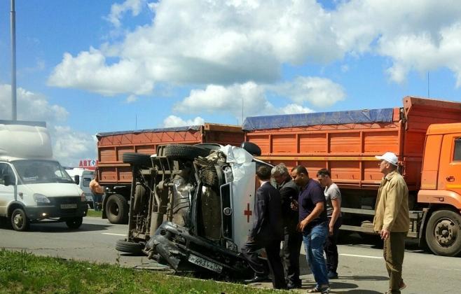 Навъезде вНабережные Челны перевернулась карета «скорой»: пострадали 2 человека