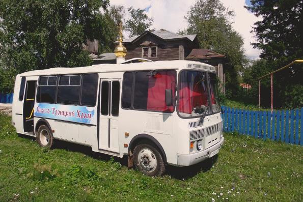 «Это же интернет-тролли». В РПЦ прокомментировали стёб в соцсетях над молебном в храме-автобусе