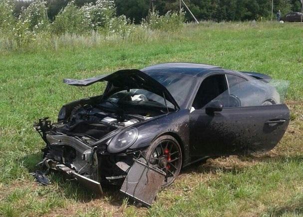 ДТП на трассе в Татарстане: легковушку «распополамило» после столкновения с Porsche