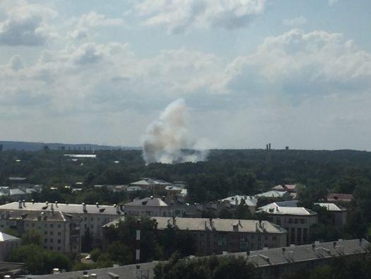 Очевидцы сняли на видео дым над Пороховым заводом Казани
