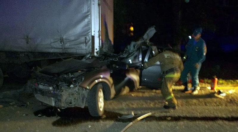 Водитель из Казани разбился насмерть, въехав в фуру в Чувашии – фото