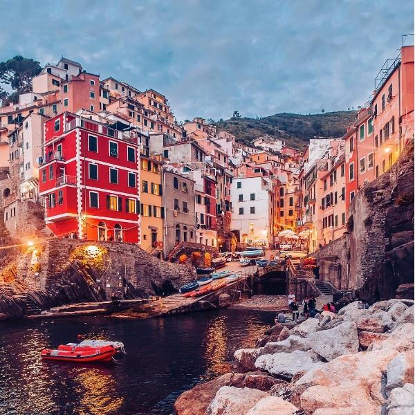 Айгуль Вишня фото италия чинкветерре