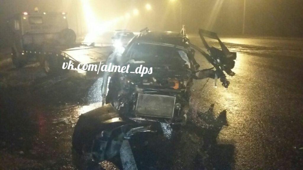 «Лада» превратилась в груду металла после ДТП на трассе в Татарстане