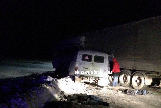 ВТатарстане столкнулись фургон  иавтомобиль снефтяниками, погибли два человека