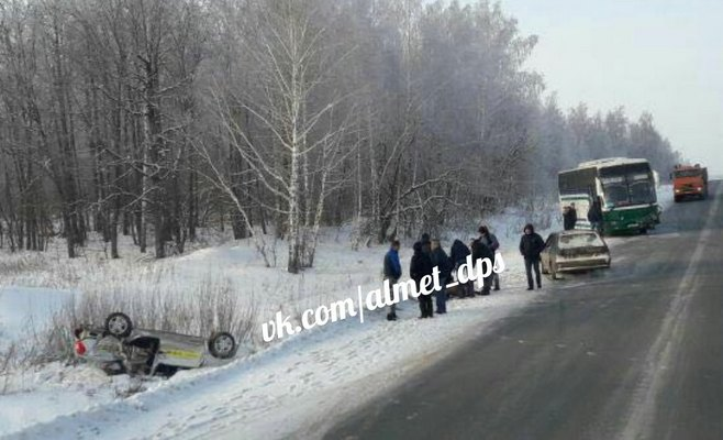 На трассе в Татарстане рейсовый автобус врезался в легковое авто