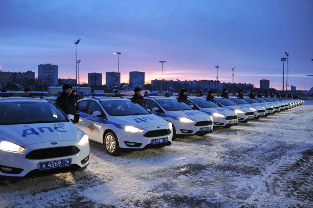 Рустам Минниханов вручил автоинспекторам 50 новых машин
