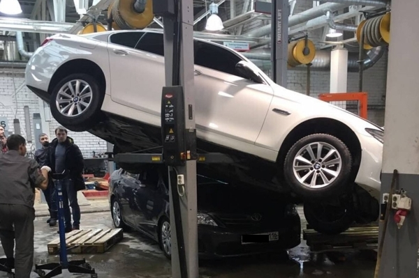 «ТрансТехСервис» уволил работников, которые глумились на фоне разбитых по их вине авто
