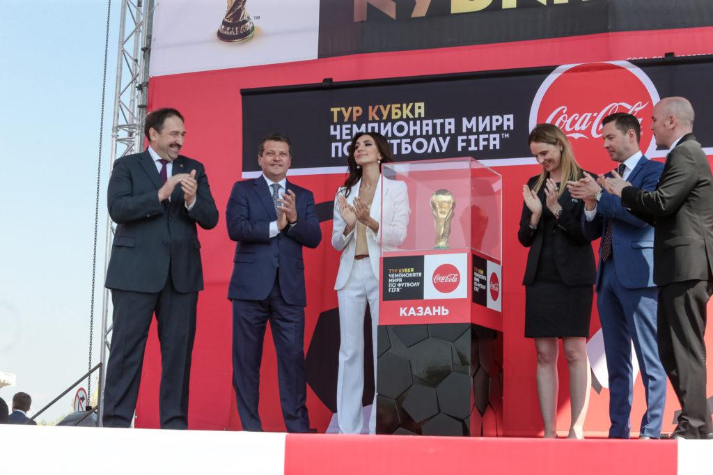 Золотой кубок Чемпионата мира по футболу прибыл в Казань