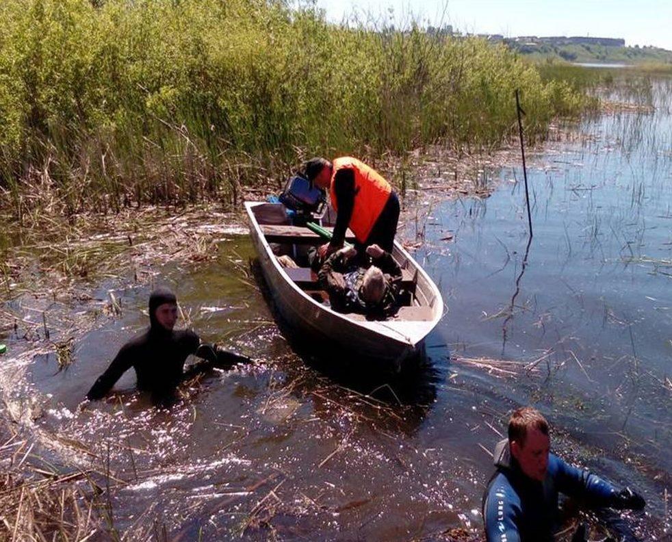 В Татарстане автомобиль с рыбаками провалился под лед
