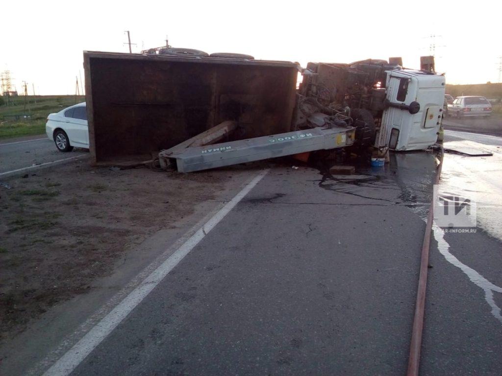 Появилось видео лобового столкновения «Камаза» и BMW в Татарстане