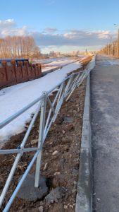 забор ограждение упало