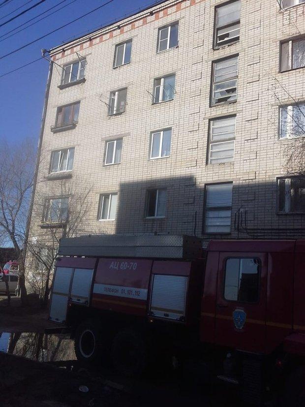 дом пожарная машина
